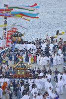 塩竈みなと祭 塩釜港に帰港した二基の神輿