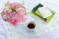 バラ 花瓶 コーヒーカップ