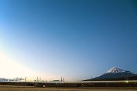 静岡県 富士市 富士山と新幹線