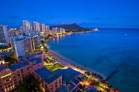 ハワイ ワイキキビーチとダイヤモンドヘッドの夜景