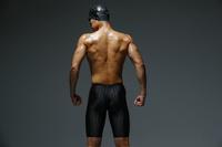 水泳選手の後ろ姿