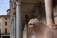 イタリア クレモナ コムーネ広場 クレモナ大聖堂 ライオンの...