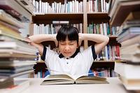 宿題に悩む学生 イメージ