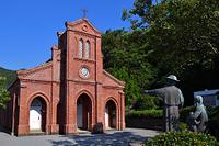 長崎県 五島の堂崎天主堂(教会)とマルマン神父、ペルー神父像
