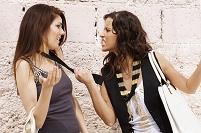 喧嘩をしている外国人女性