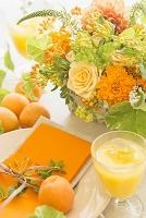 オレンジのテーブル花アレンジ