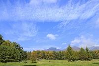 山梨県 八ヶ岳牧場と八ヶ岳の山並み