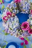 ブルーとピンクのフラワーリース
