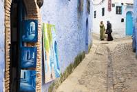 モロッコ シャフシャウエン 路地裏で談笑する女性