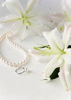 ユリと真珠の指輪