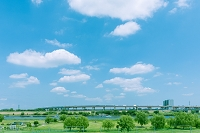 東京都 首都高の橋梁と荒川河川敷
