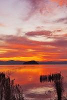 竹生島と琵琶湖夕景