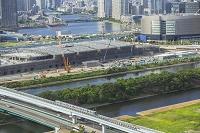 ゆりかもめと豊洲新市場の建設風景