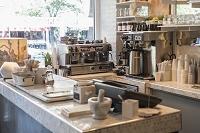 カフェのカウンター内