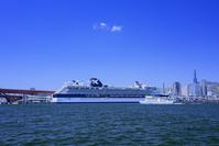兵庫県 神戸港に入港中のセレブリティ・ミレニアム号