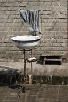 路上の洗面台