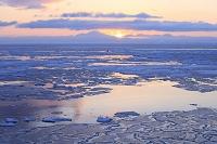 北海道 流氷と日の出