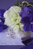 紫と白のお正月アレンジメント