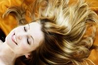 髪の美しい外国人女性