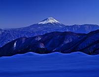 山梨県 山並みと富士山