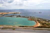 沖縄県 空から見た拡張工事中の那覇空港