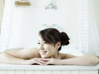 バスルームで入浴中の日本人女性