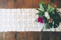 テーブルクロスと花