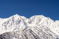 長野県 北アルプス、雪の白馬鑓ヶ岳と杓子岳と青空