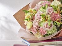 花束 ピンク イエロー バラ リシアンサス