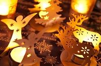 天使とトナカイとツリーのキャンドルのクリスマスデコレーション