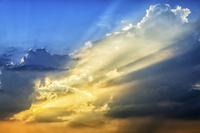太陽光と雲