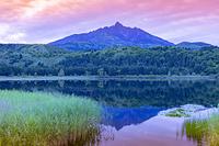 北海道 利尻富士町 オタトマリ沼から利尻岳の夕景