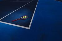 テニスコートとラケット