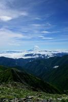 山梨県 富士山と 南アルプスの谷と森