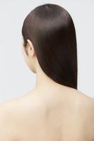 ストレートヘアの女性