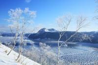 北海道 結氷の摩周湖と湖面