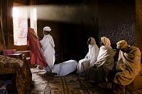 祈りをする人々/聖ガブリエル教会