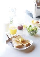 トーストのある朝食
