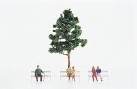 フィギュア 一本の木とベンチのカップル