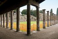 イタリア ポンペイ 剣闘士の宿舎の柱廊