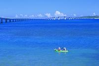 沖縄県 伊良部大橋と伊良部島(宮古島側から撮影) カヌー