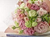 花束 ピンク グリーン バラ リシアンサス