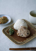 麦飯と五穀米のおにぎり