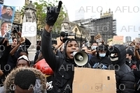白人警官に押さえつけられ黒人男性死亡 セレブ達も抗議に参加