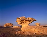 エジプト 白砂漠 奇岩 夕映え