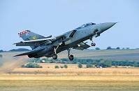 イギリス空軍トーネードF.3戦闘機の離陸