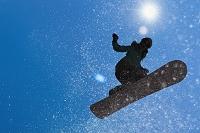 スノーボーダーのシルエット