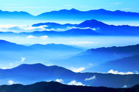 長野県 乗鞍 青い山並みと雲海