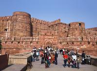 インド アーグラ城塞 アマル・シング門と城壁