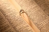 ダイヤの指輪とハートの影